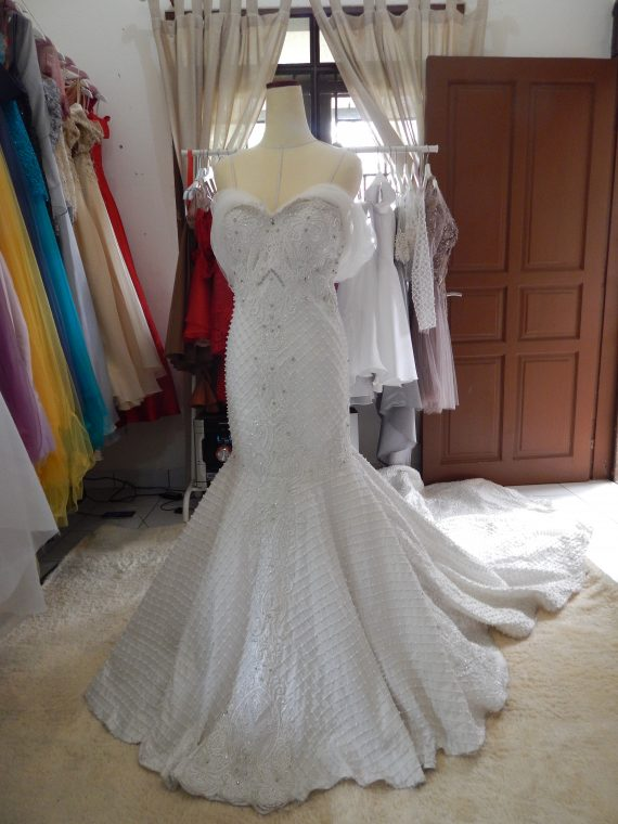 gaun-pengantin-semi-mermaid