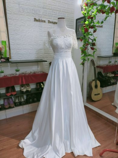 grcae kelly inspired wedding dress