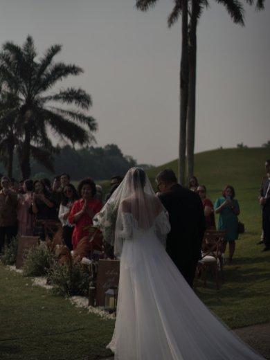 putri long train tulle wedding dress