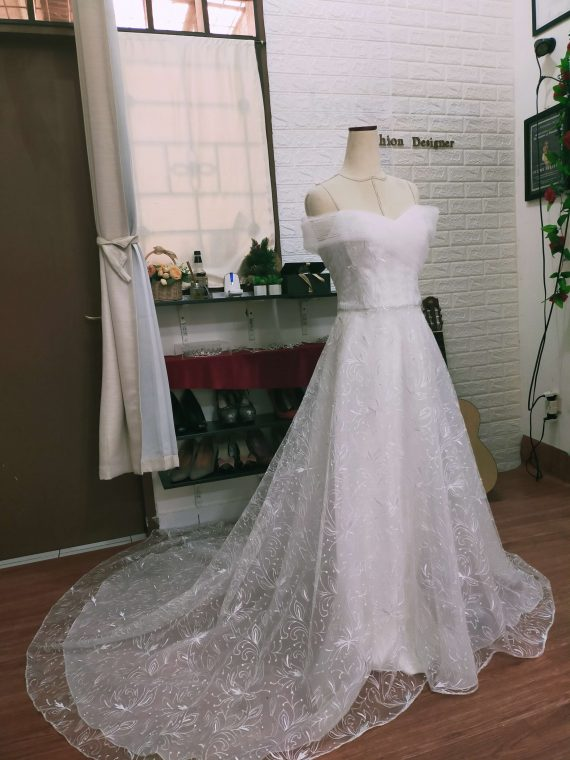 wedding dress a line dengan ekor