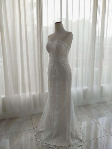 simple and elegant wedding dress by ivone sulistia fashion designer