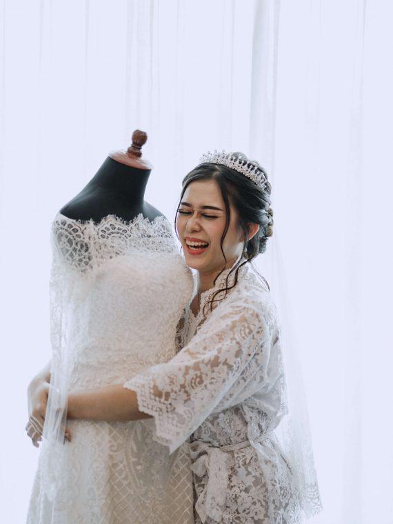 custom atau sewa gaun pengantin